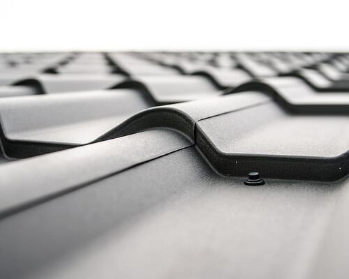 architecture-black-and-white-corrugated-pattern